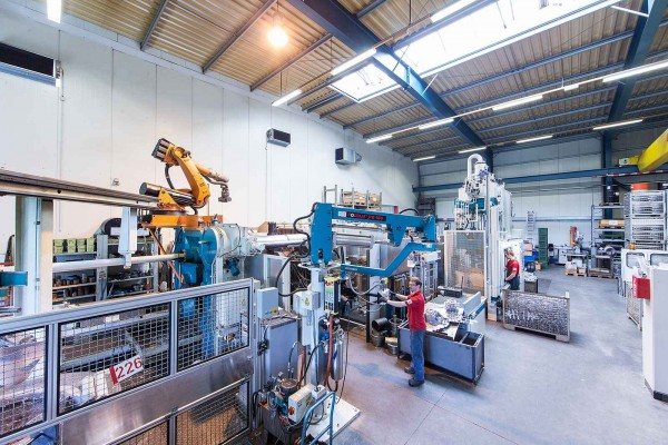 Laboratory foundry, equipped with three die cast machines: 400, 1.250 and 2.300 metric tons of locking force